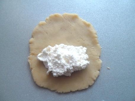 изображение Сочники с творогом из песочного теста рецепт с фото