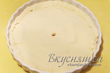 """фото """"Смазываем пирог яйцом и ставим в духовку"""""""