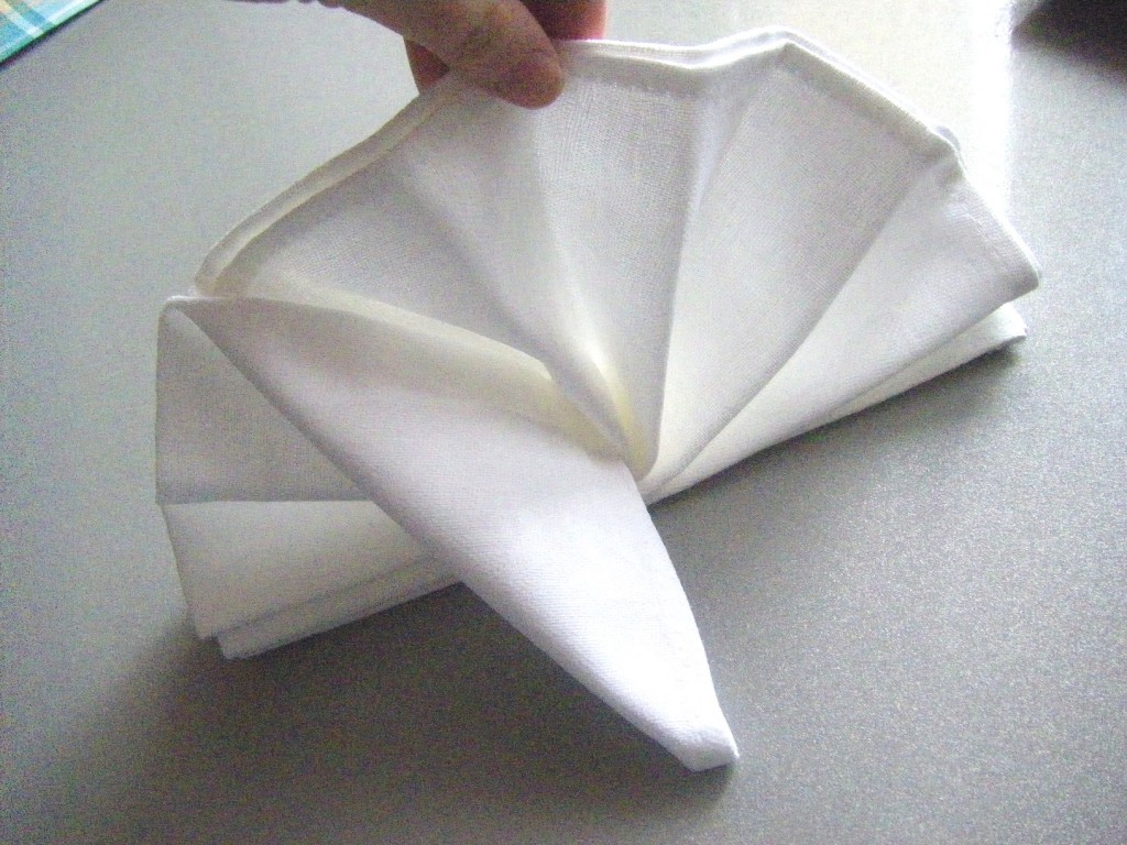 изображение Как свернуть салфетки на праздничный стол