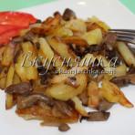 изображение Жареная картошка с вешенками на сковороде